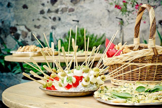 buffet pour une fête entre collègues d'entreprise
